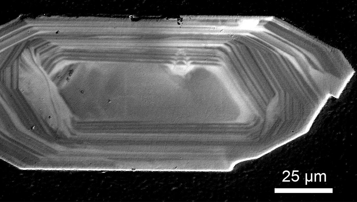Panchromatic CL image of a zircon crystal