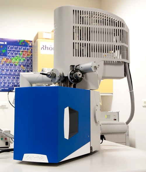 An integrated CLEM system with a super-resolution optical microscope