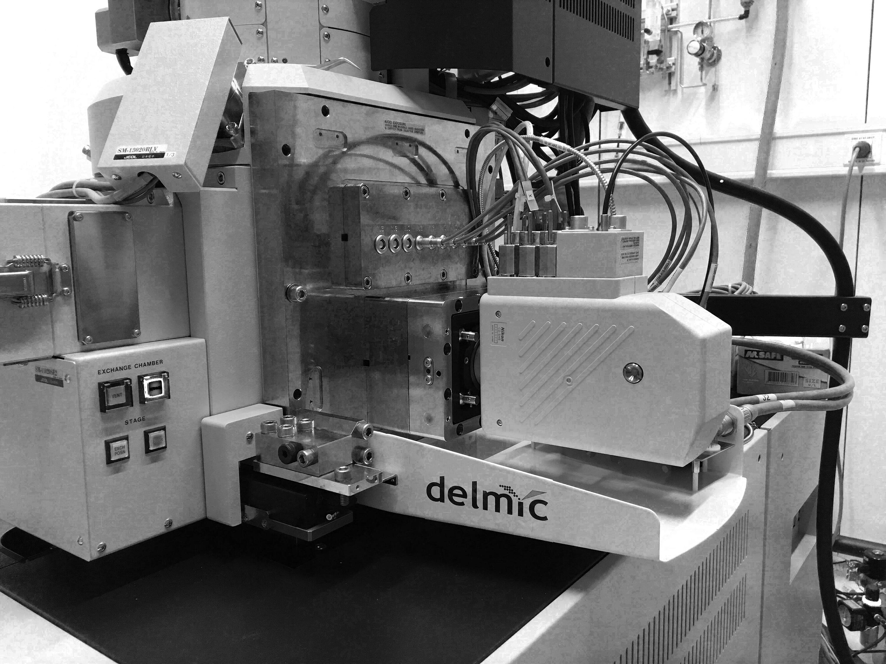 SECOM for correlative light and electron microscopy DELMIC